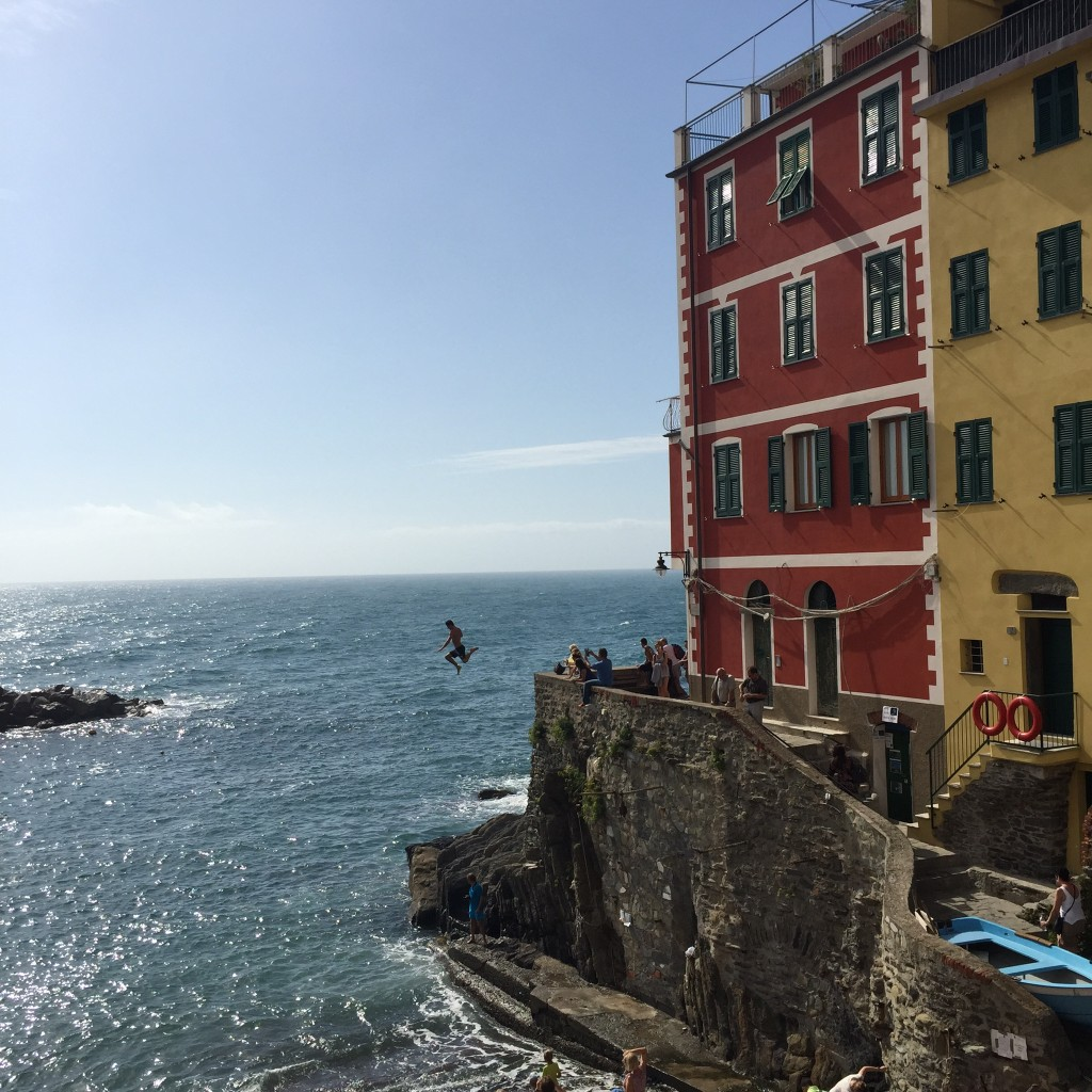 Riomaggiore cliff jumping www.thesweetwanderlust.com