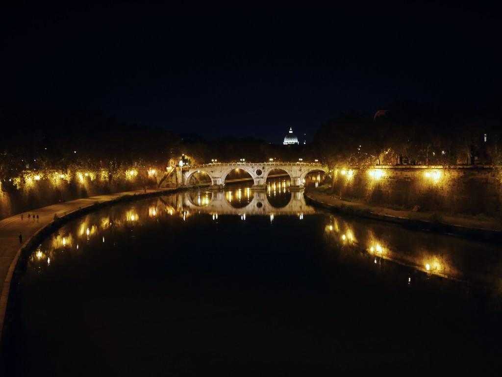 Bridge from Trastevere Eating Italy Tours www.thesweetwanderlust.com
