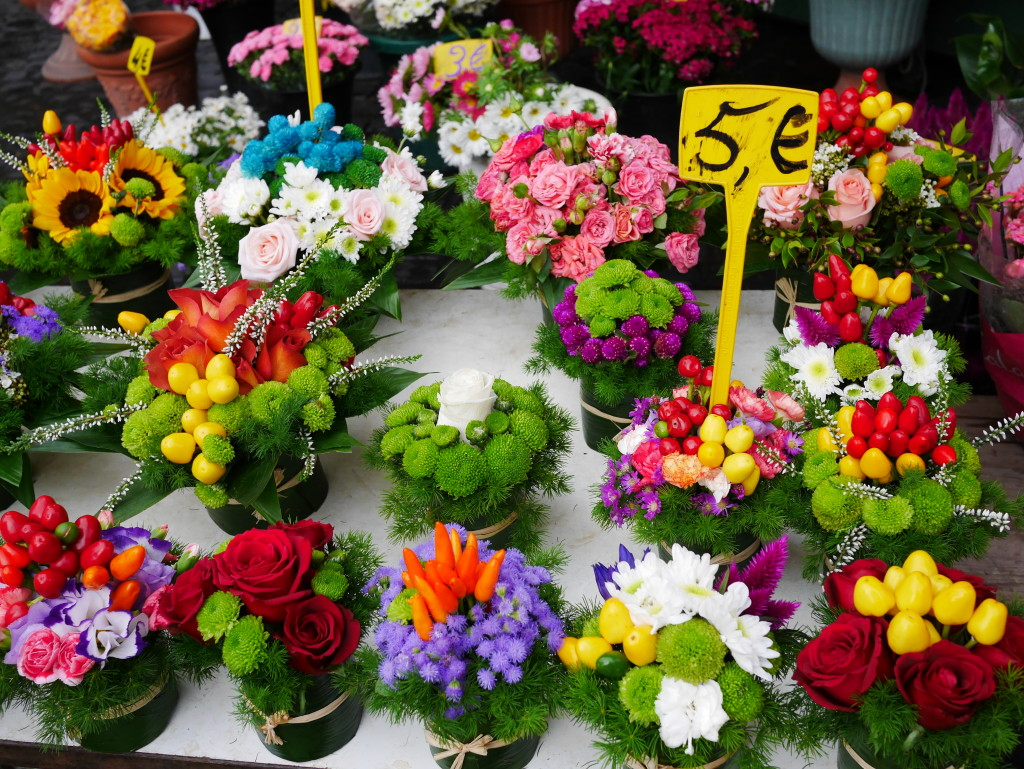 beautiful flower arrangements Campo de' Fiori www.thesweetwanderlust.com