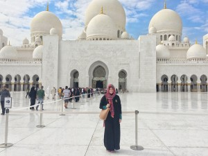 Grand Mosque with an Abaya thesweetwanderlust.com
