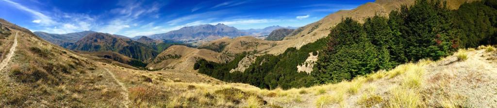 Big Hill Track Arrowtown, New Zealand thesweetwanderlust.com