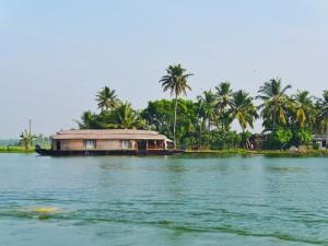 Houseboat on Kerala backwaters thesweetwanderlust.com