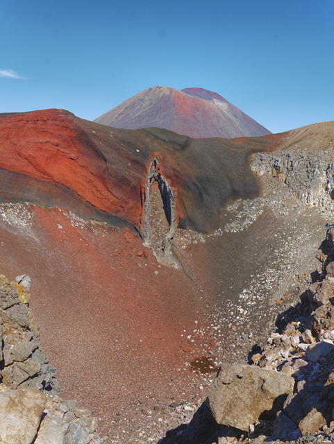 Red Crater Tongariro Crossing New Zealand thesweetwanderlust.ocm