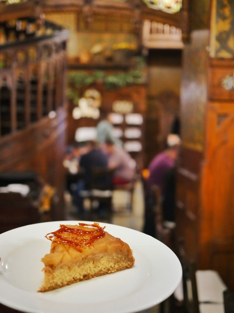 Caru' ce Bere apple cake Bucharest