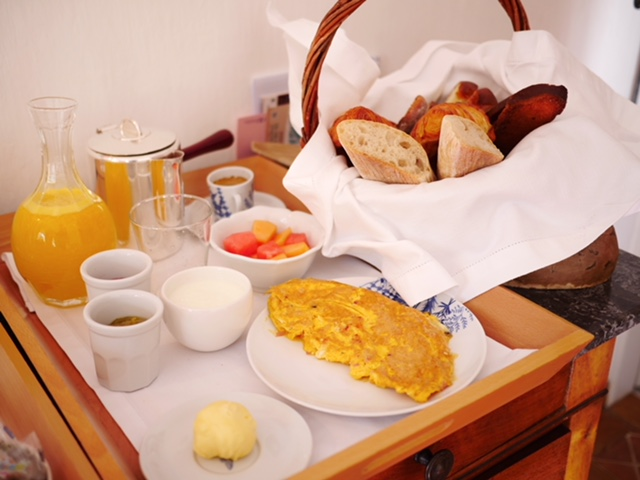 La Bastide de Moustiers breakfast in bed
