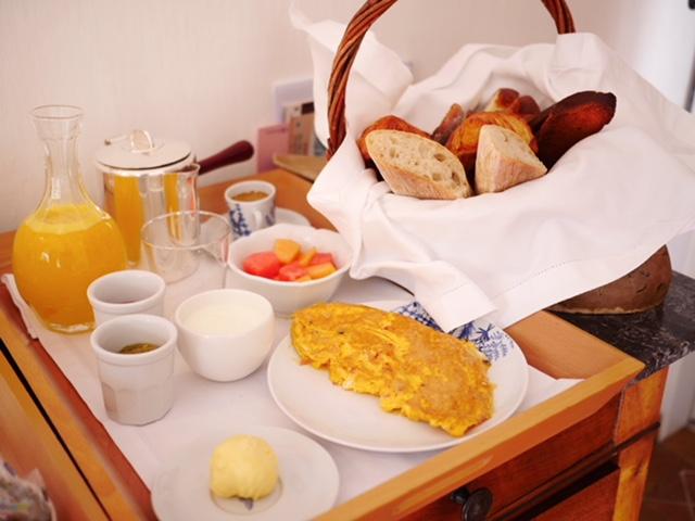 La Bastide de Moustiers breakfast in bed