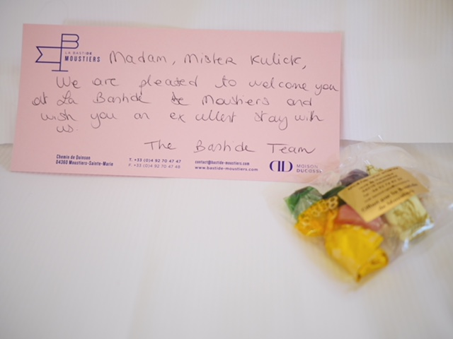 La Bastide de Moustiers welcome note and candy