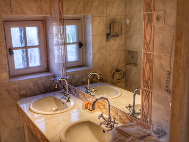 St. Paul de Vence Hotel Le Hameau bathroom