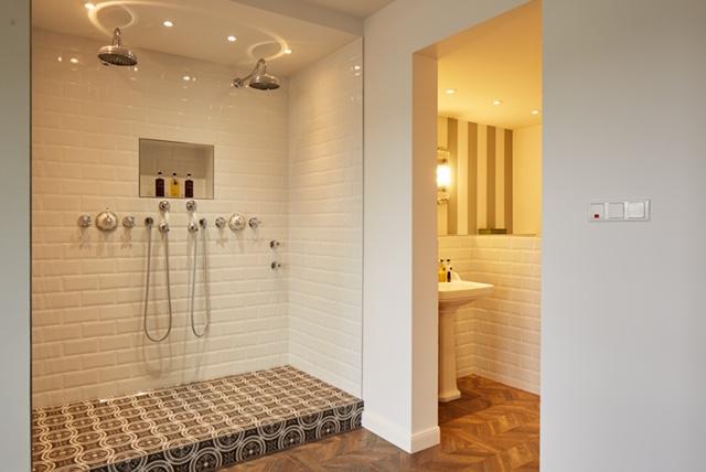 HotelFriends Schuldirektor Düsseldorf bathroom
