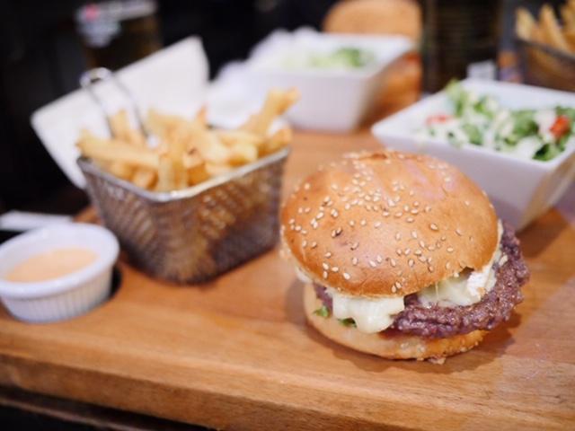 Le Bistrot du Titan - Le Normand - Casablanca cheeseburger