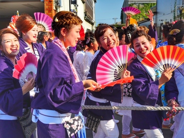 Dancers in yukatas with fans at the Isobushi Parade